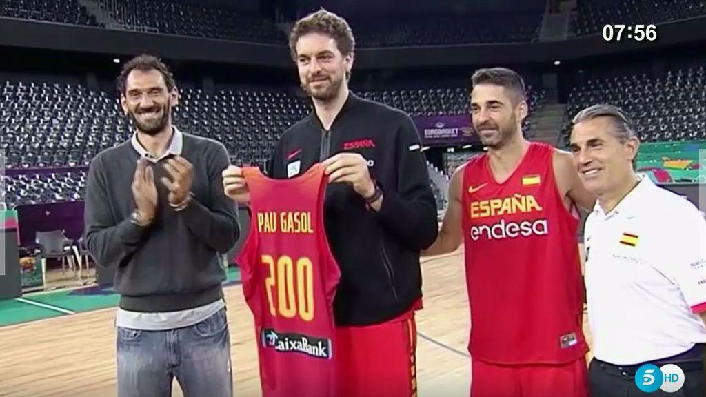 ¡Qué buen rollo en la ÑBA! Así celebró Gasol sus 200 internacionalidades con España
