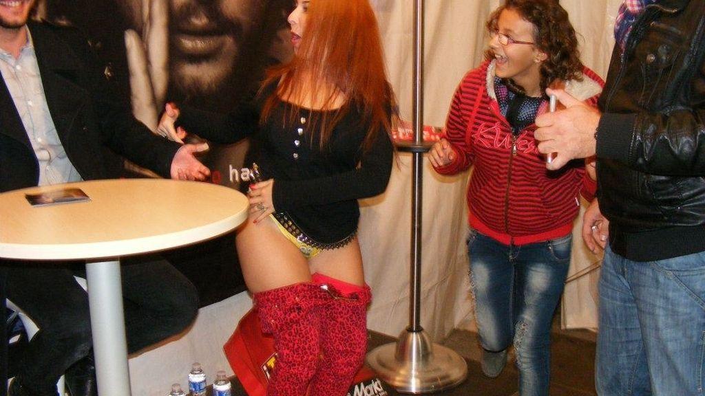 El momento 'Manuel Carrasco, fírmame un autógrafo en el trasero', en fotos