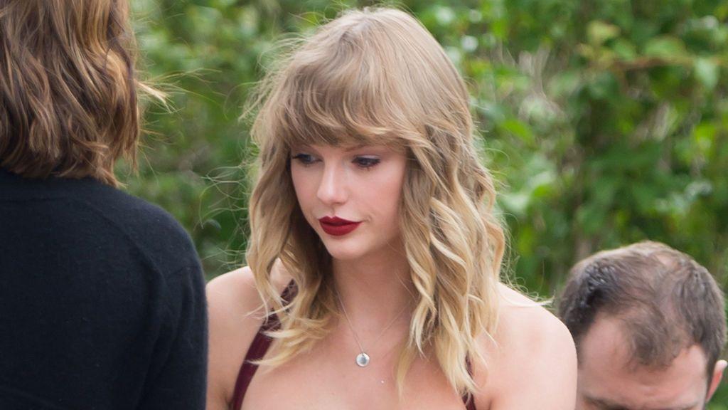 Taylor Swift se convierte en la invitada estrella en la boda de una amiga por su sorprenderte discurso