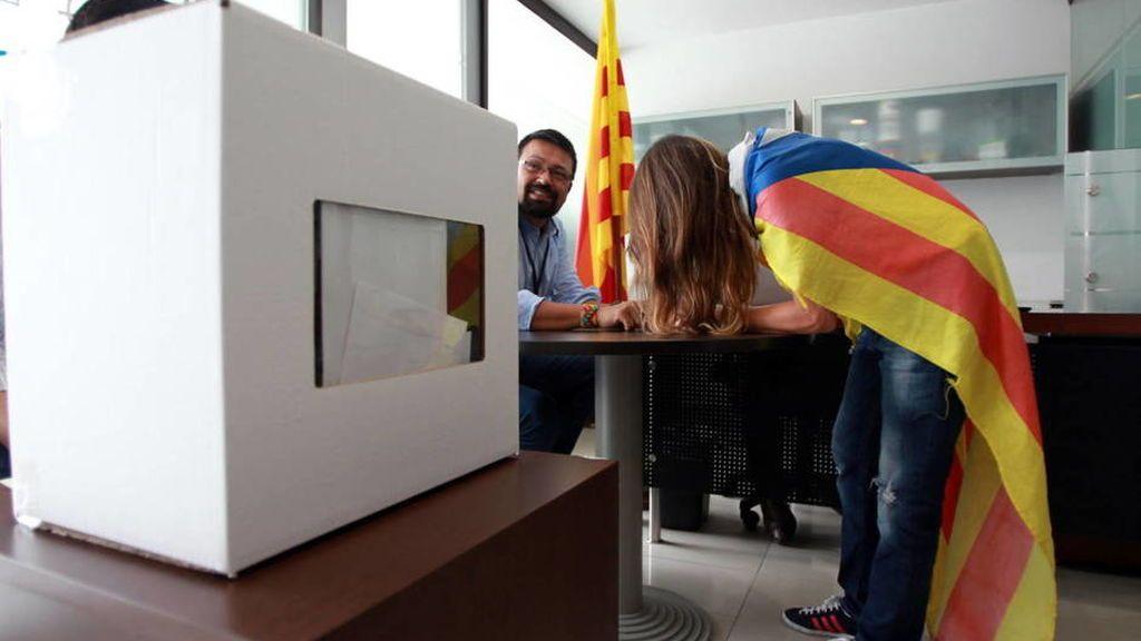 """El Gobierno catalán insta al fiscal general a leer las leyes: """"Un referéndum no es delito"""""""