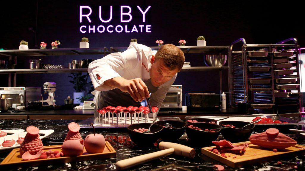 Descubren un nuevo tipo de chocolate de color rosa