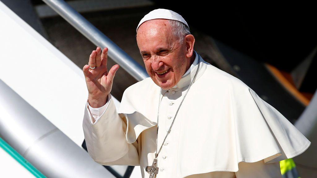 El avión del Papa desvía su ruta hacia Colombia para evitar el huracán Irma