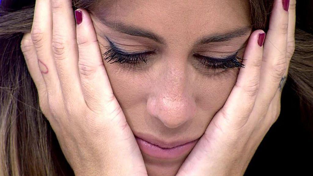 Anabel Pantoja no puede evitar las lágrimas