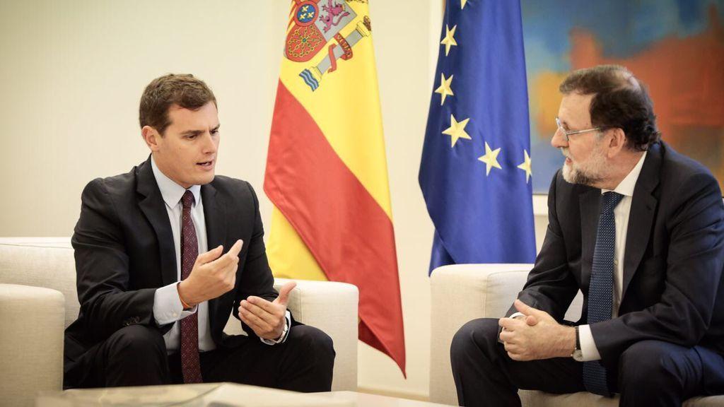 """Rivera tras su encuentro con Rajoy: """"Vamos a parar el golpe a la democracia y desde la democracia"""""""