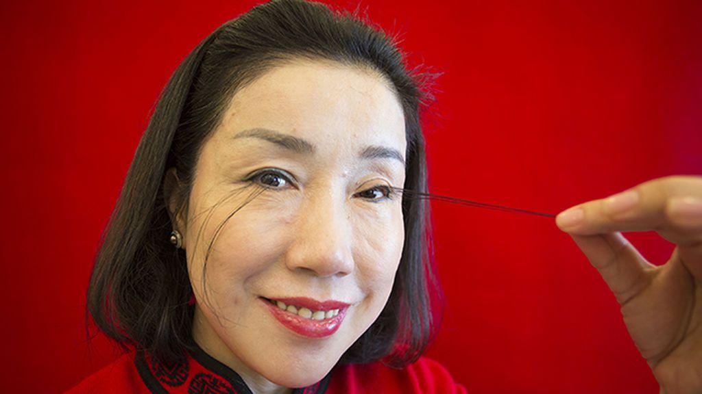 El insólito récord de You Jianxia, las pestañas más largas del mundo