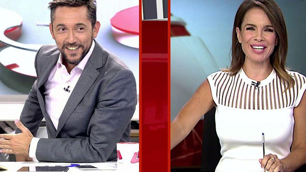 Javier Ruiz y Carme Chaparro se ríen del lío de las sillas