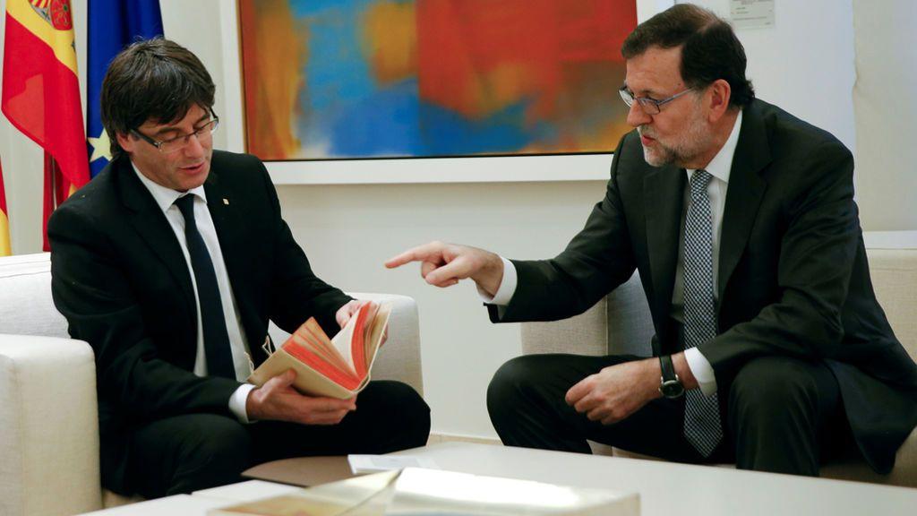¡El meme de Rajoy y Puigdemont al estilo Piqué y Neymar que arrasa en redes!