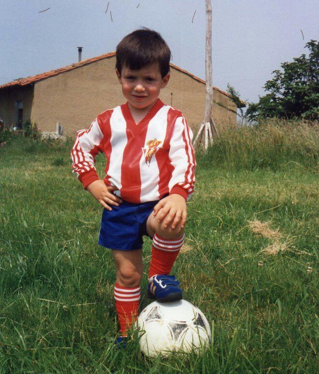 #AldeanoyOrgulloso Las aficiones del Sporting y del Oviedo calienta el derbi asturiano 14 años después