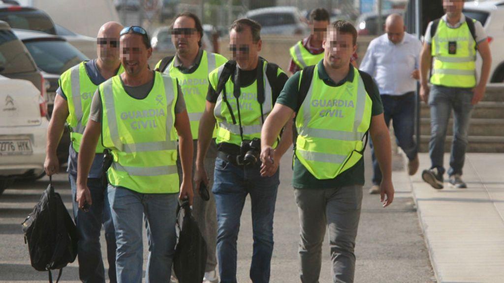 La Guardia Civil se lleva varias bolsas en el registro de la imprenta de Constantí