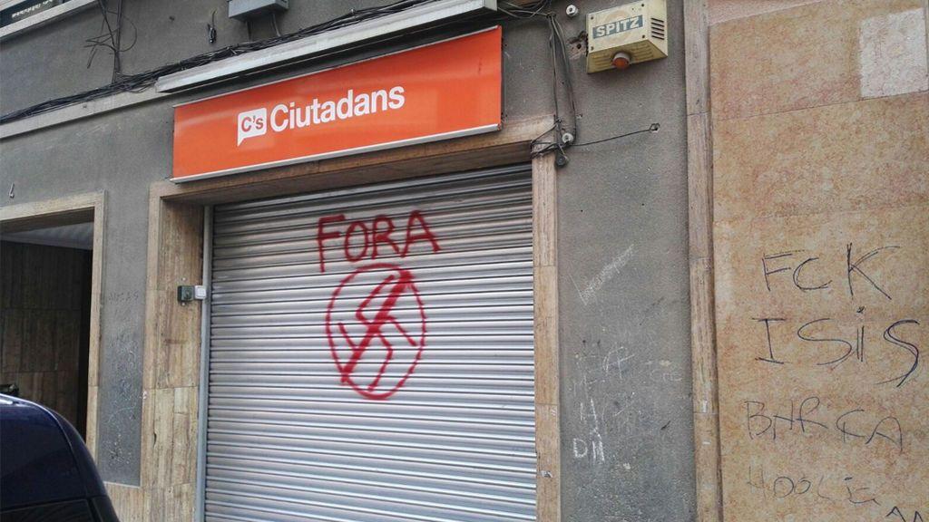 """Ataque a la sede de Cs en Montcada i Reixac: """"Jamás nos vais a callar"""""""