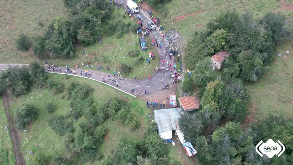 Una ciclista, herida grave tras sufrir una caída en El Angliru (Asturias)