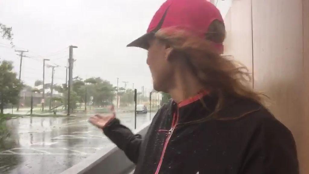 Sin luz, fuerte viento y árboles caídos: Así azota el huracán Irma en Miami