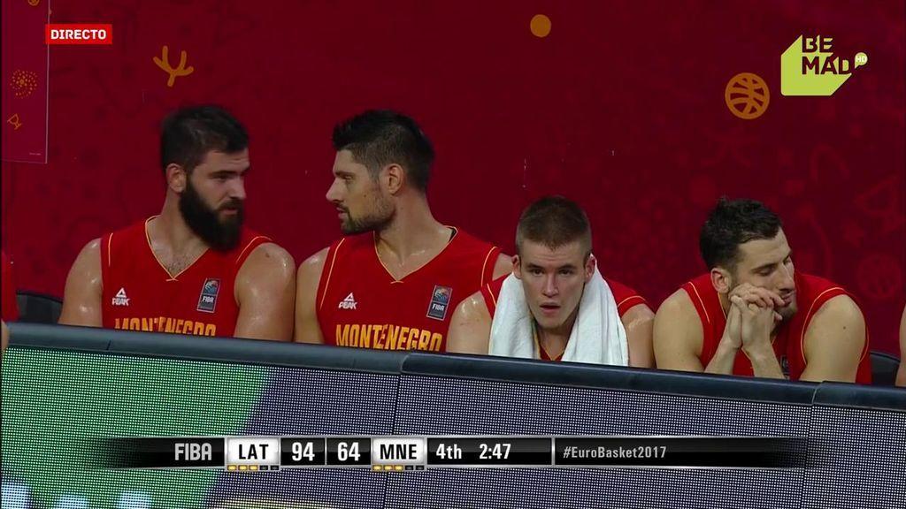 ¡Desolados! Las caras de los jugadores de Montenegro lo dicen todo: 30 puntos abajo
