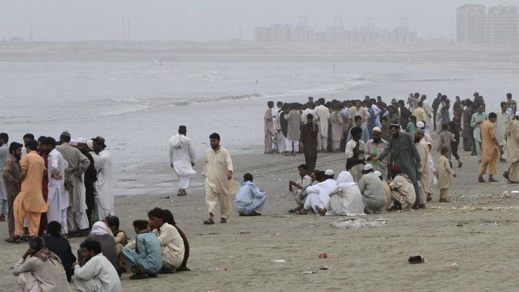 Mueren ahogados doce miembros de una misma familia en una playa del sur de Pakistán