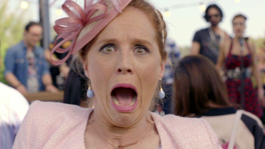 Carmen intenta conquistar a Juan Carlos… y hace el ridículo más grande de su vida