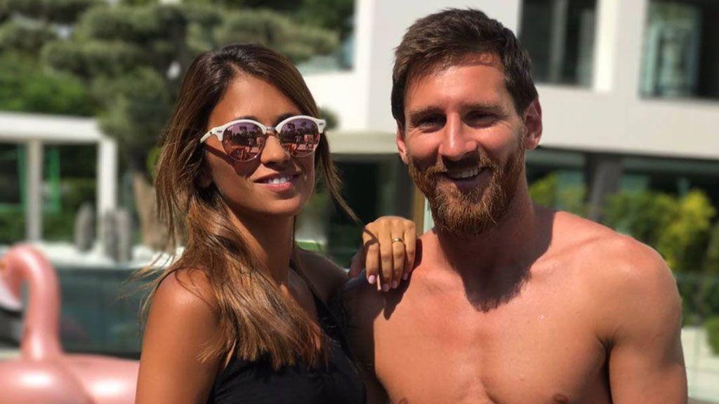 Messi enseña su nuevo y sugerente tatuaje... ¡Un beso de Antonella en esta parte del cuerpo!