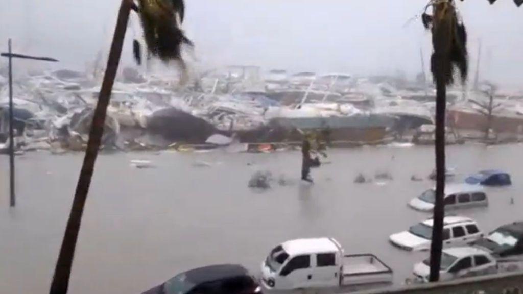 Irma baja a categoría 1 y se convierte en una tormenta tropical