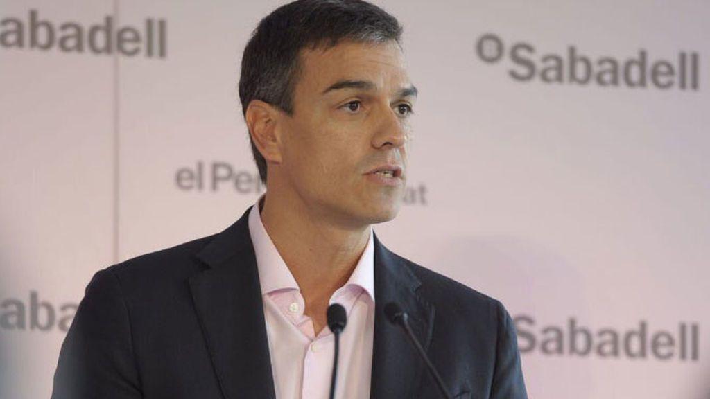 "Sánchez insta a Colau a posicionarse ""claramente"" contra el referéndum"