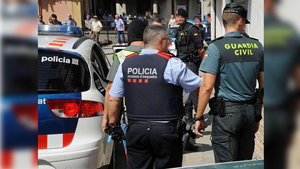 Los fiscales provinciales catalanes trasladan a mandos policiales la orden de investigar