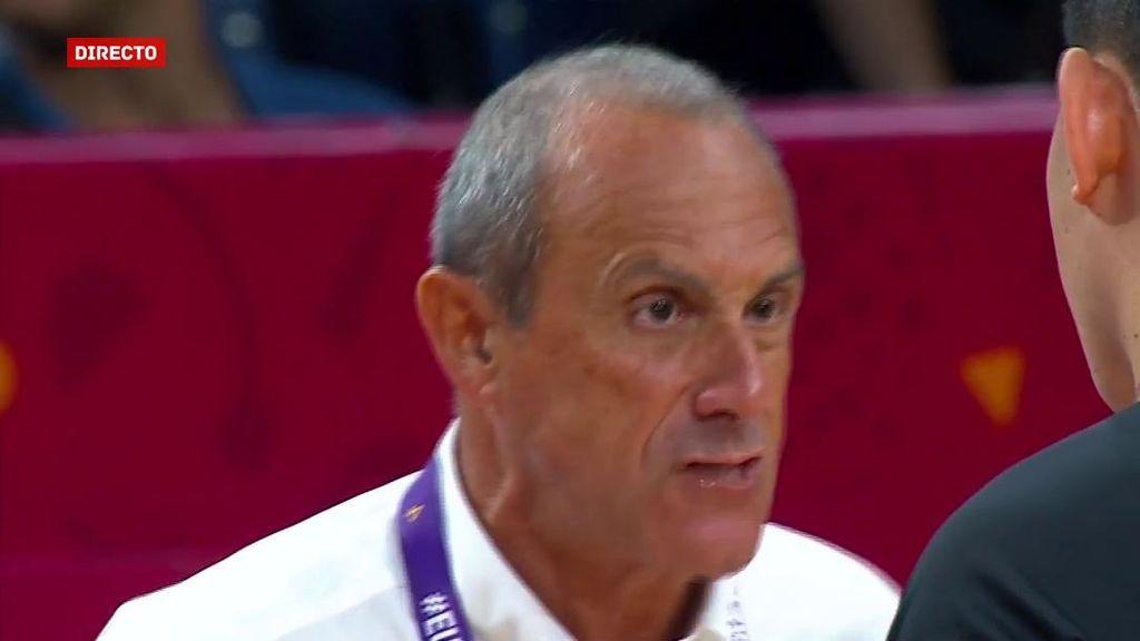 Tremendo enfado de Messina por... ¿la técnica más absurda del Eurobasket?