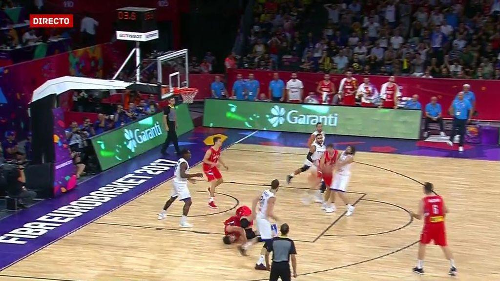 ¡Falló el mate más fácil pero hizo la mejor voltereta del Eurobasket!