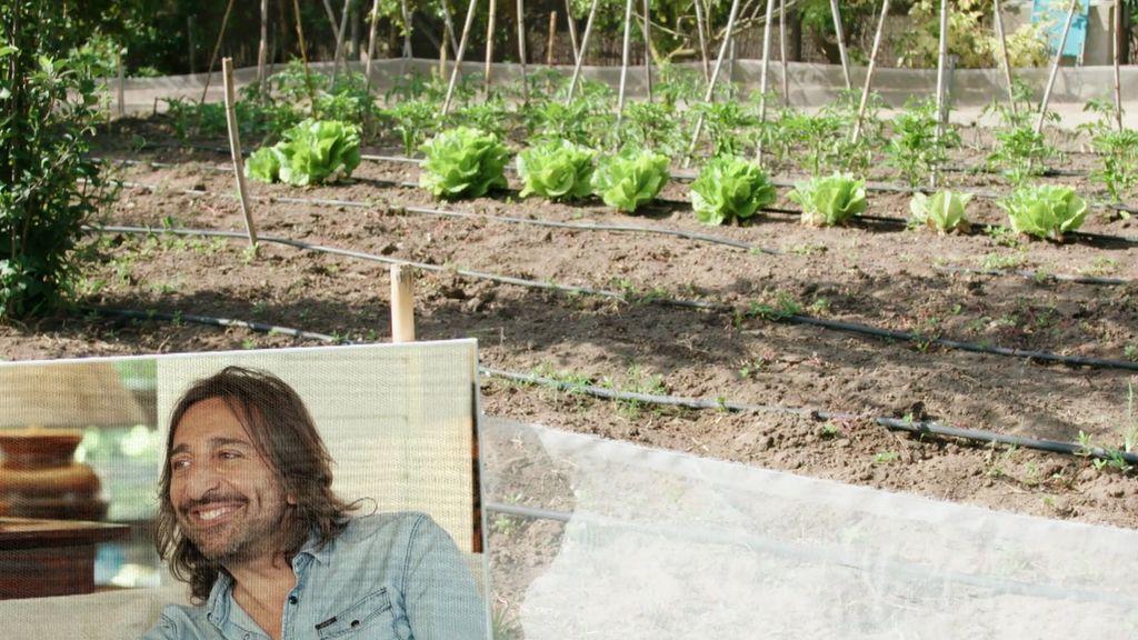 A orillas de la playa, con un huerto y un jardín de ensueño: Así es la casa de Antonio Carmona