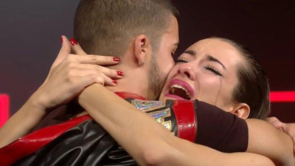 Las lágrimas negras de Adara en la despedida con Pol