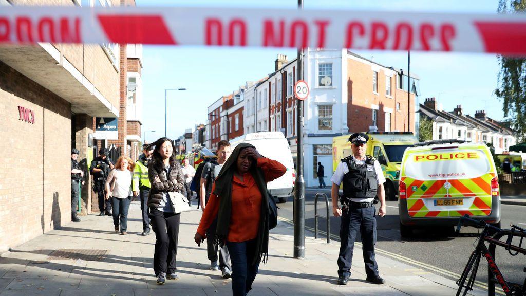 Un niño herido busca a su hermano tras el atentado en el metro de Londres