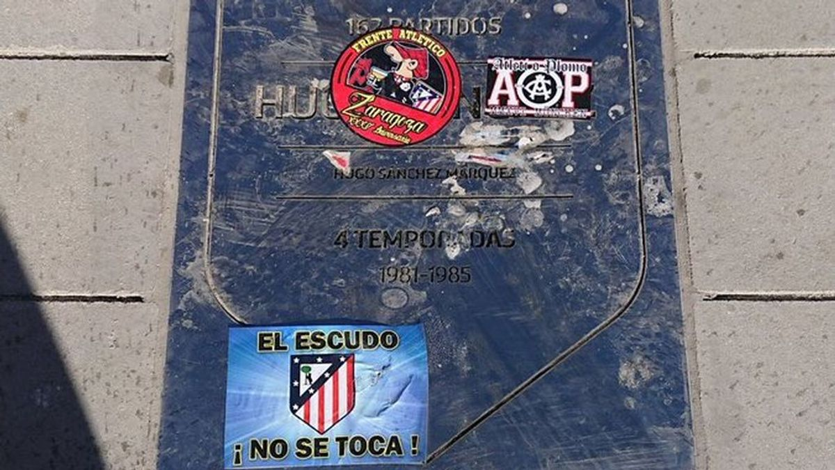 ¡Pisoteada y escupida! Ataque a la placa de Hugo Sánchez en el Wanda Metropolitano