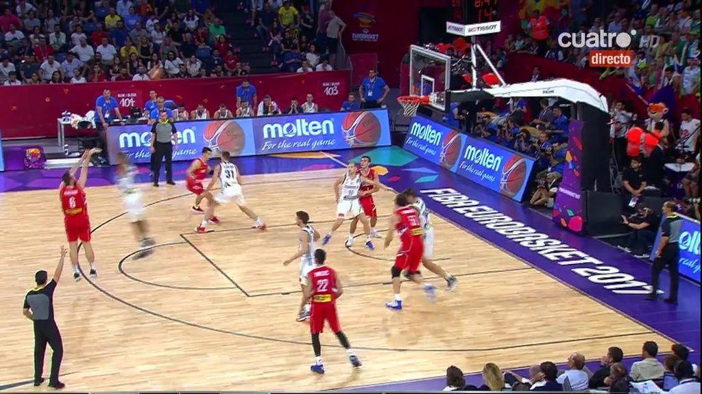 ¡Triple de Macvan! Serbia se aferra con uñas a la final