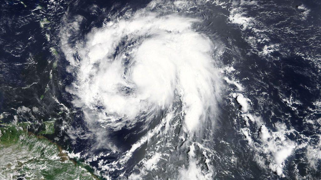 El huracán 'María' alcanza la categoría 4