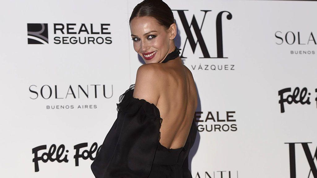 Una premamá de photocall: Eva González, radiante y con tripita 'de moda'