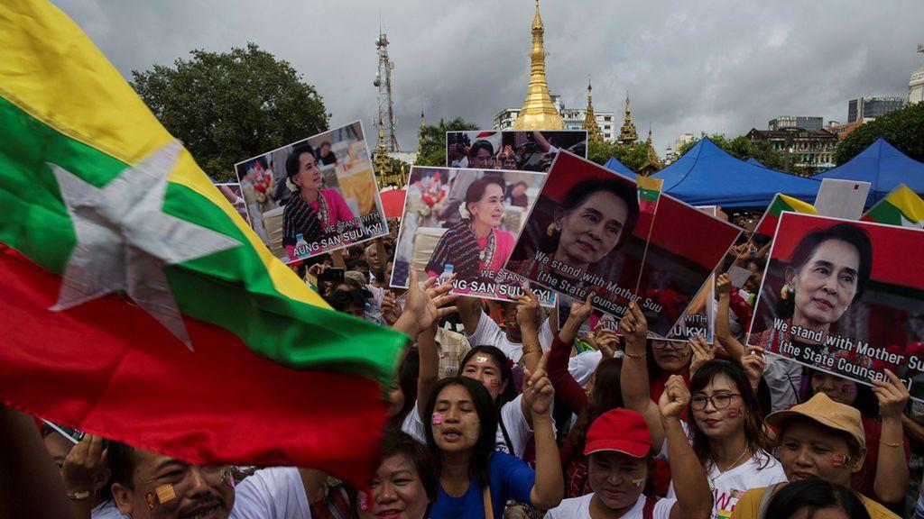 Los partidarios de la Consejera del Estado de Myanmar, Aung San Suu Kyi, y su posición sobre la situación de Rakhine y Rohingya
