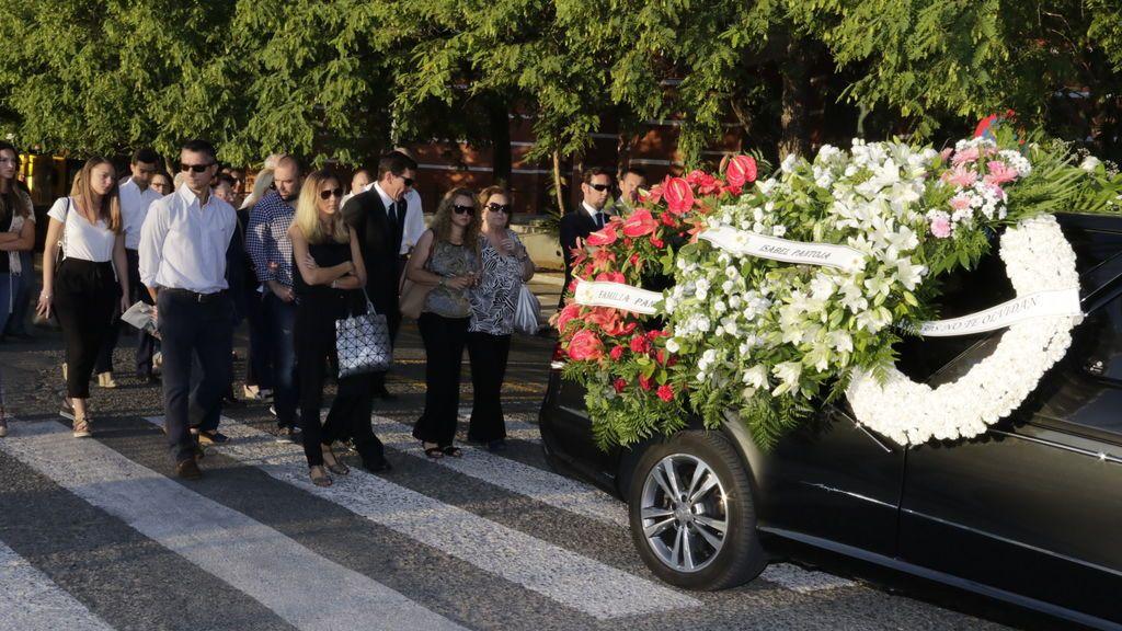 Una mujer lleva catorce años yendo a los funerales de una iglesia para comer en el bufé del velatorio