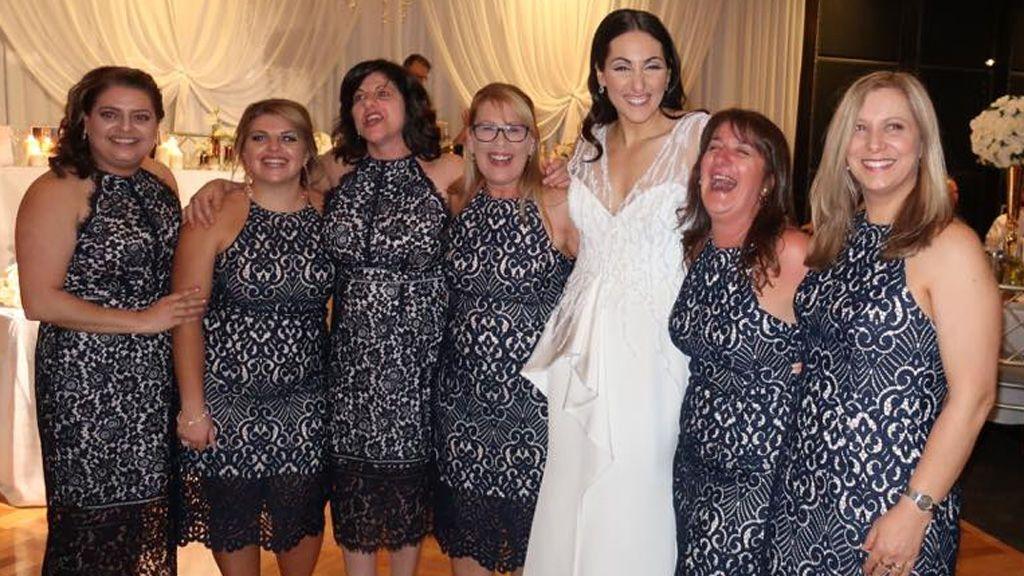 Seis invitadas acuden con el mismo vestido a una boda, y no eran las damas de honor