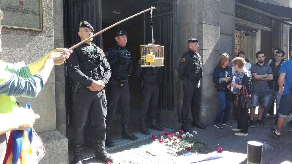 Interior suspende los permisos de policías y guardias civiles encargados de impedir el 1-O
