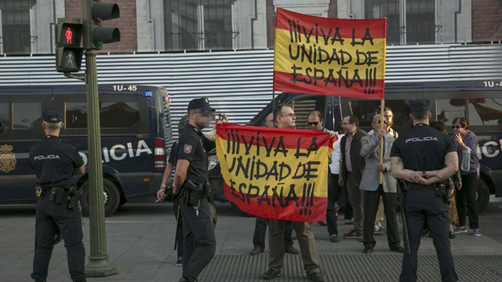 Simpatizantes de La Falange en la Puerta del Sol de Madrid