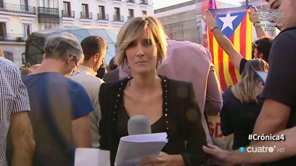 """Gritos de """"democracia"""" y """"libertad"""" y lanzamiento de papeletas del 1-O en la manifestación de Madrid"""