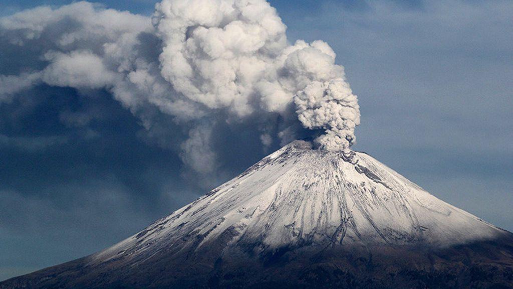Columna de humo, explosión y cenizas: tras el terremoto de México, la erupción del volcán Popocatépetl