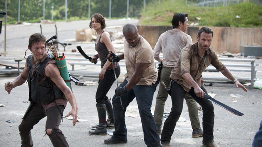 Los humanos comienzan a ser más peligrosos que los zombis