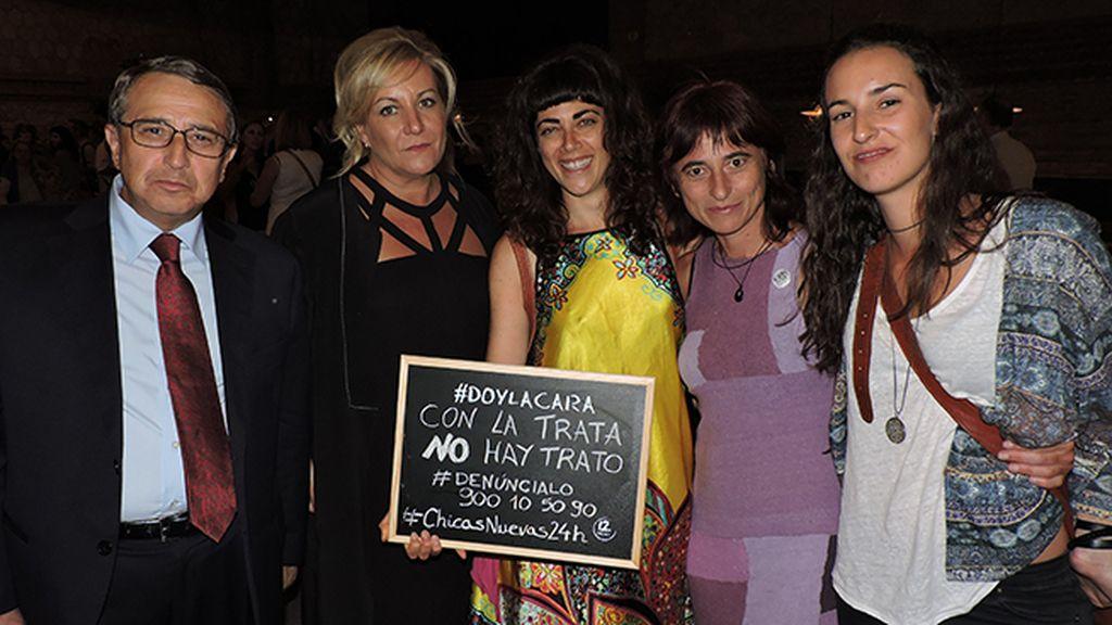 Los fiscales de Extranjería dan la cara en el estreno de 'Chicas Nuevas 24 Horas'