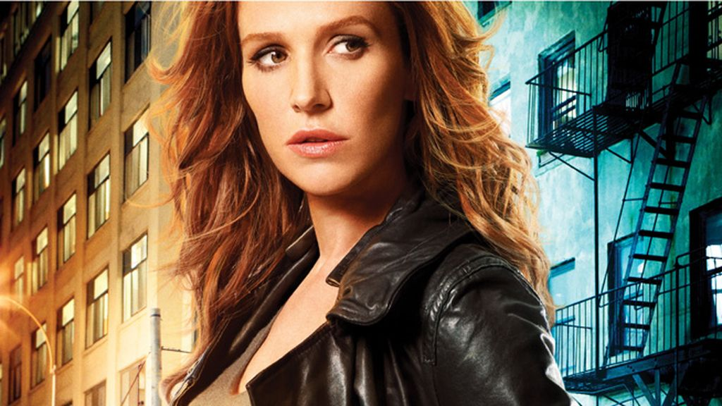 Poppy Montgomery es Carrie Wells