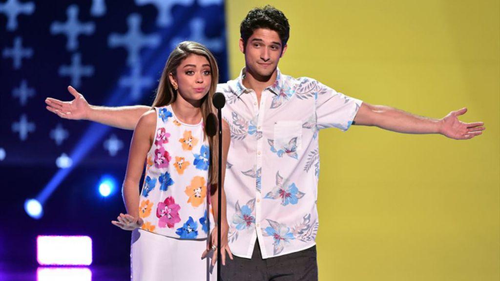 Sarah Hyland ('Modern family') y Tyler Posey ('Teen wolf'), presentadores de la gala