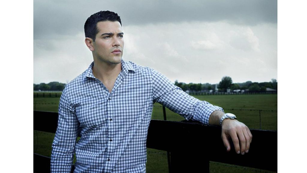 Jesse Metcalfe es Christopher Ewing