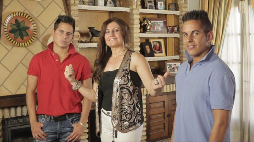 Álvaro (25 años, repartidor de mercancías), Luis Carlos (25 años, comercial) y Paqui. Huelva