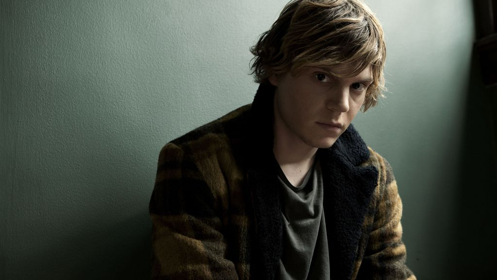 Evan Peters es Tate