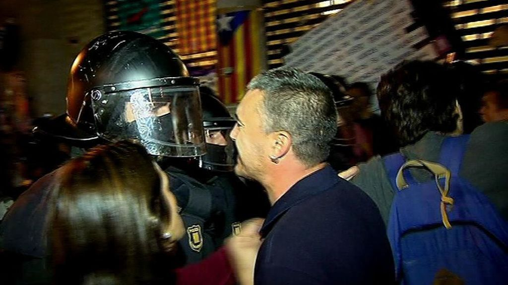 Noche de disturbios y violencia en Cataluña
