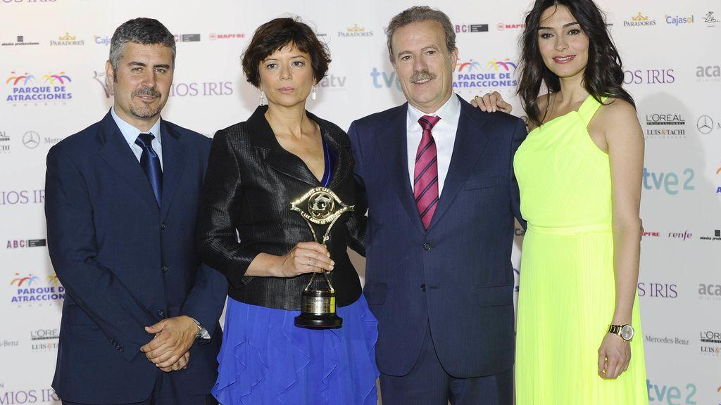Mirta Drago, directora de Comunicación de Mediaset España, y Marta Fernández recogieron el Iris Especial para la iniciativa solidaria 12 meses