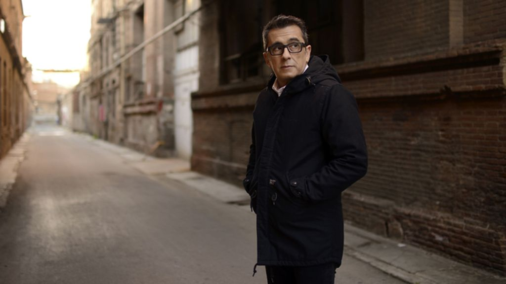 El 'showman' catalán busca el origen del humor ayudado por sus colegas