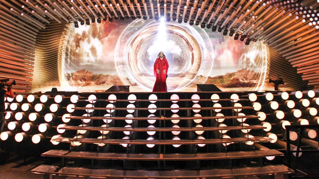 Edurne prueba en el Stadhalle Wiener de Viena su participación en el festival